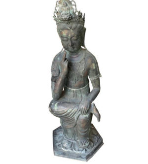 Elegant Seated Kanon Maitreya