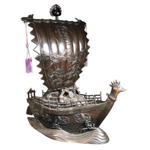 """Bronze """"Treasure Fortune"""" Ship Takarabune"""