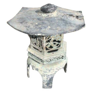 Japan Fine Vintage Hand Cast Bronze Lantern with Exquisite Details