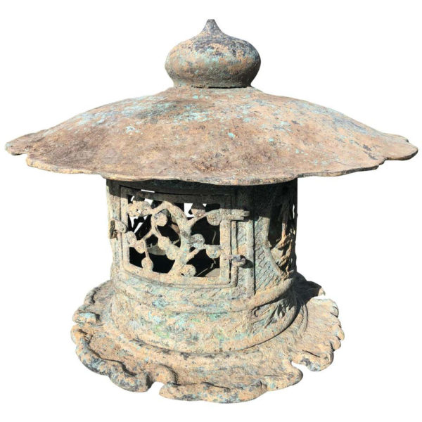 Japan Fine Tall Hand Cast Bronze Lantern, signed